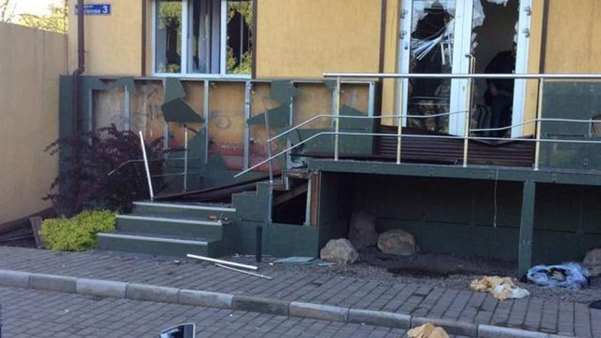 В Мариуполе разгромили офис Порошенко (Фото)