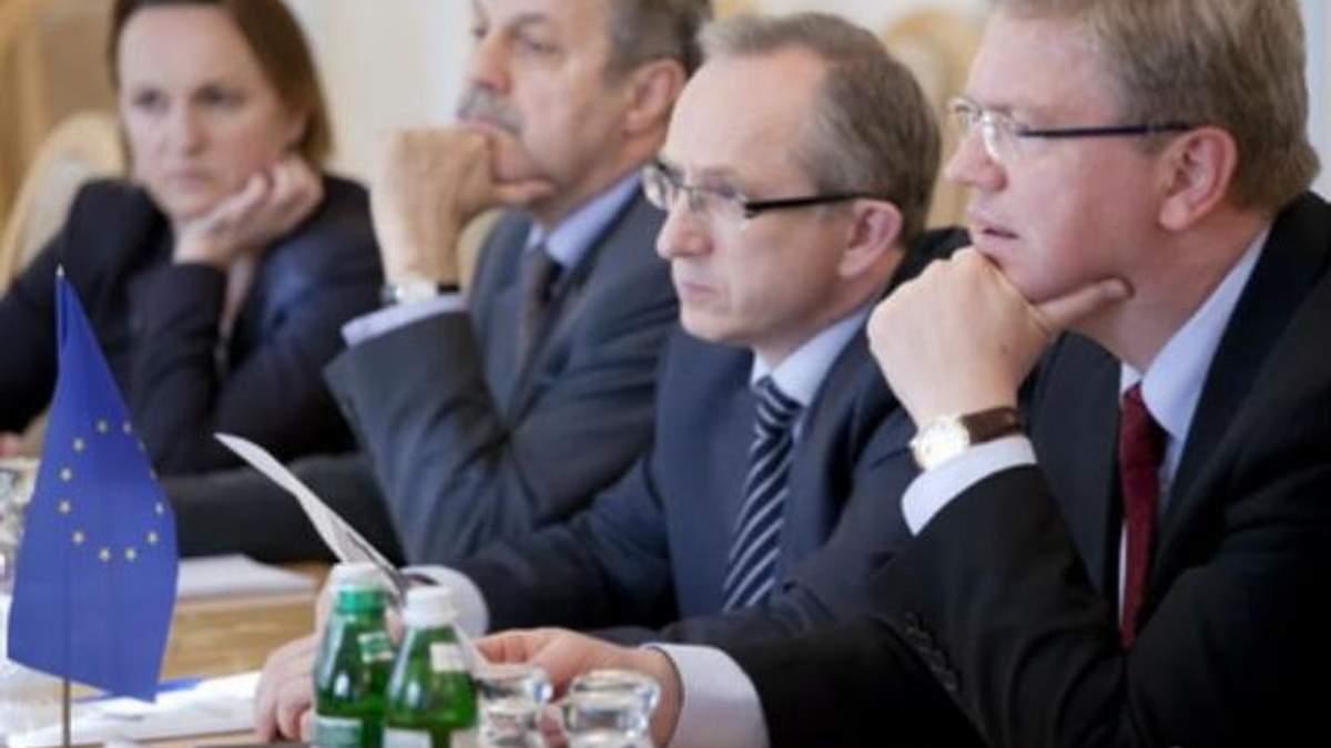 Парубий обсудил ситуацию на востоке с Томбинским и Фюле