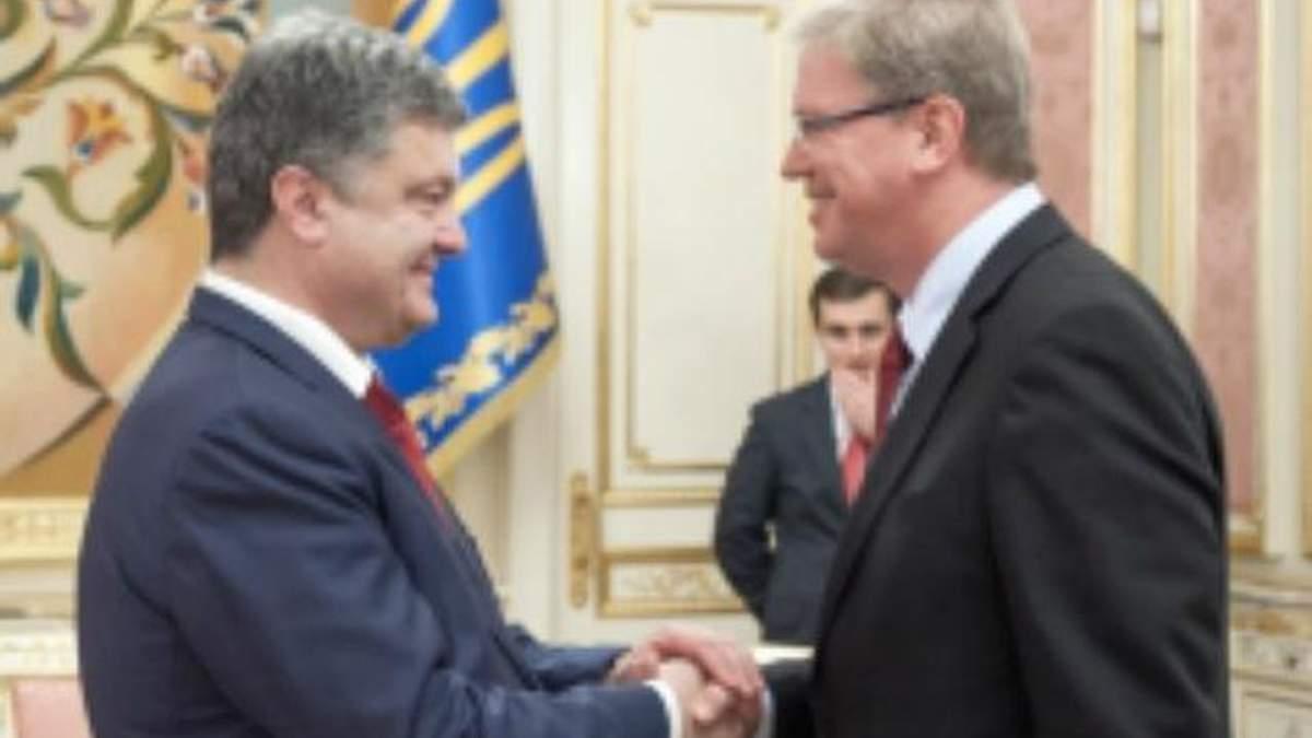 Порошенко обсудил с Фюле подписание Соглашения об ассоциации с ЕС