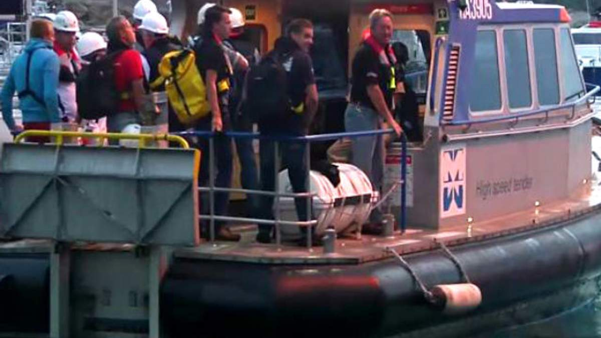 Круизный лайнер Costa Concordia начали поднимать с мели