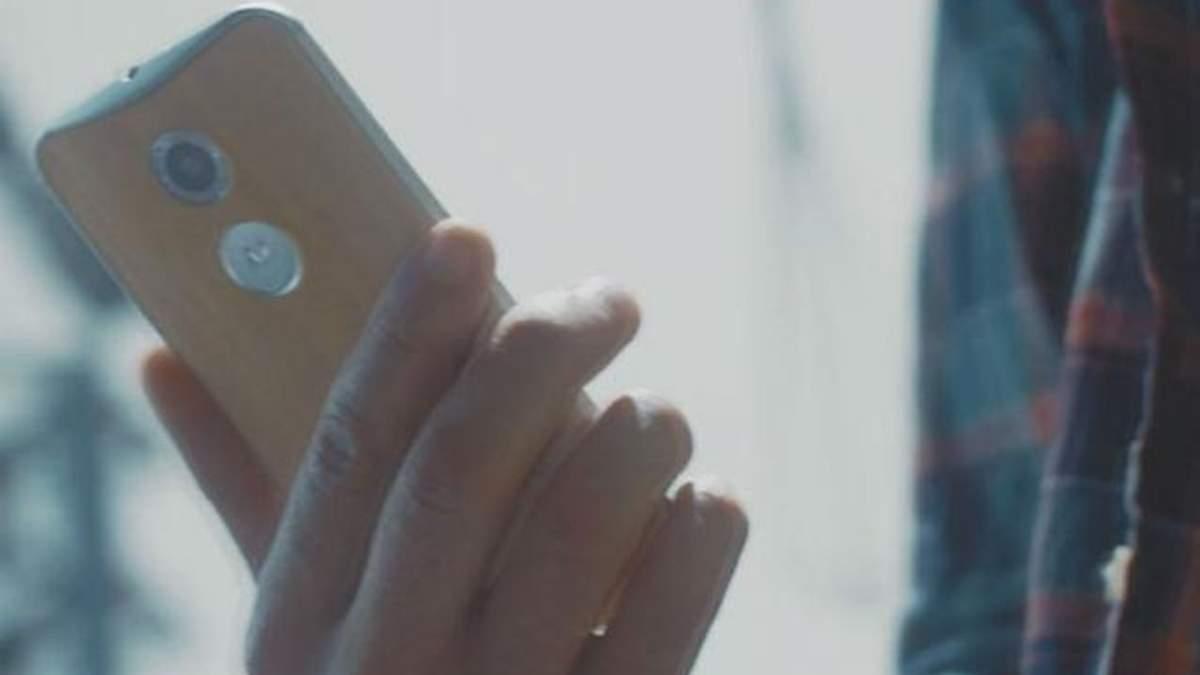 """Компанія Motorola представила """"розумну"""" Bluetooth-гарнітуру"""