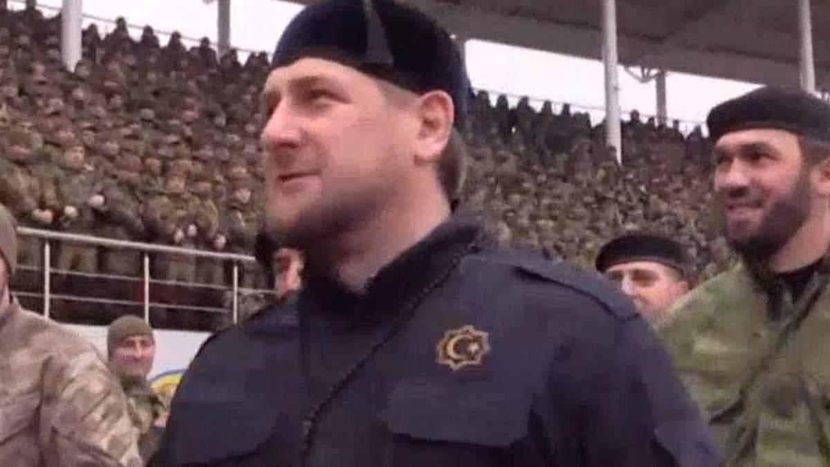 Кадыров собрал на стадионе 20 тыс бойцов и присягнул на верность Путину