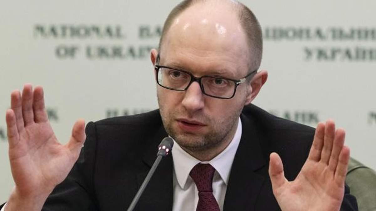 Яценюк объяснил, что имел в виду, когда говорил о вторжении СССР в Украину и Германию