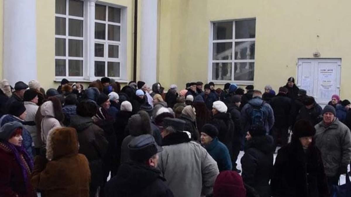 """В окупованому Донецьку — черги за """"гуманітаркою"""""""