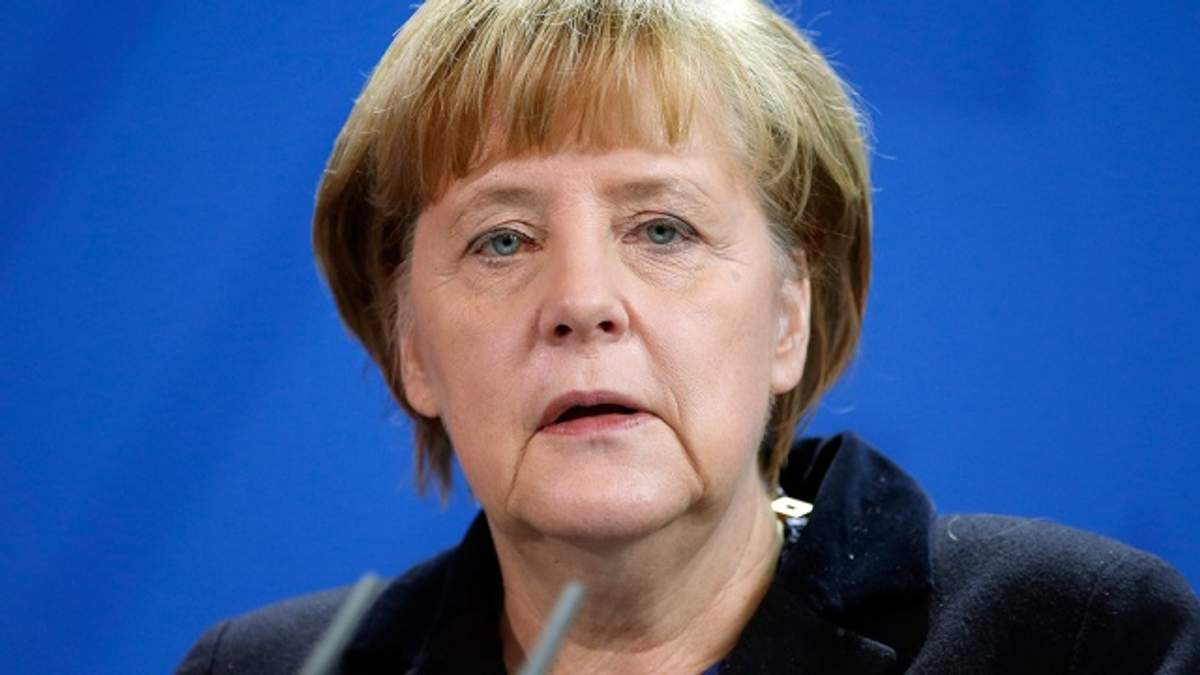 Меркель закликала Путіна запобігти ескалації насильства в Україні