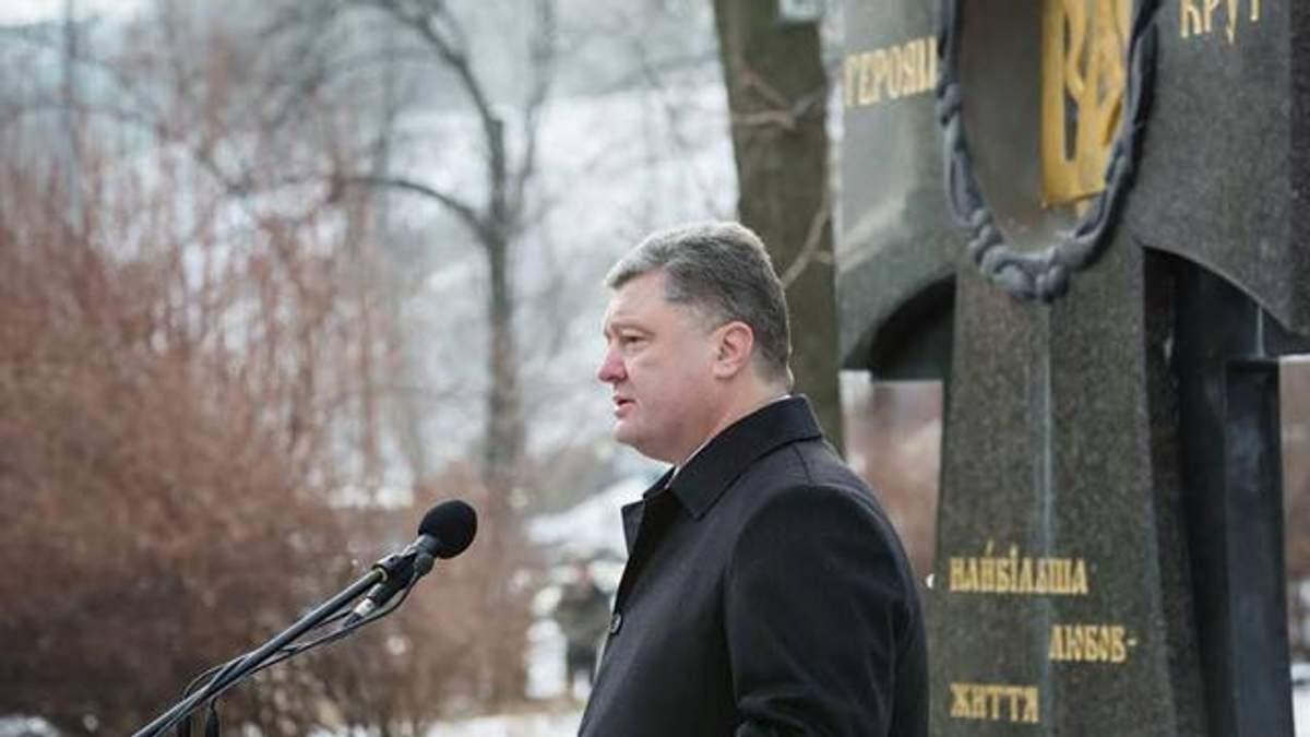 Тысячу гривен днем Порошенко пообещал военным АТО уже с 1 февраля