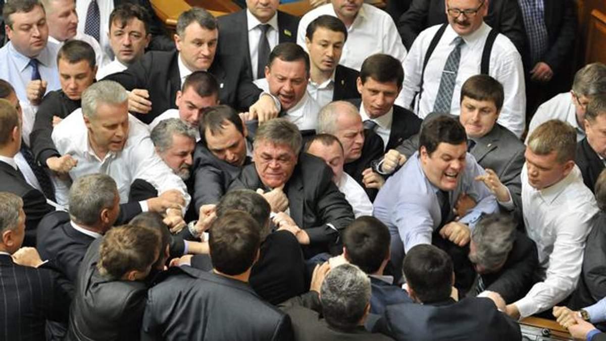 Гройсман не против сокращения количества депутатов
