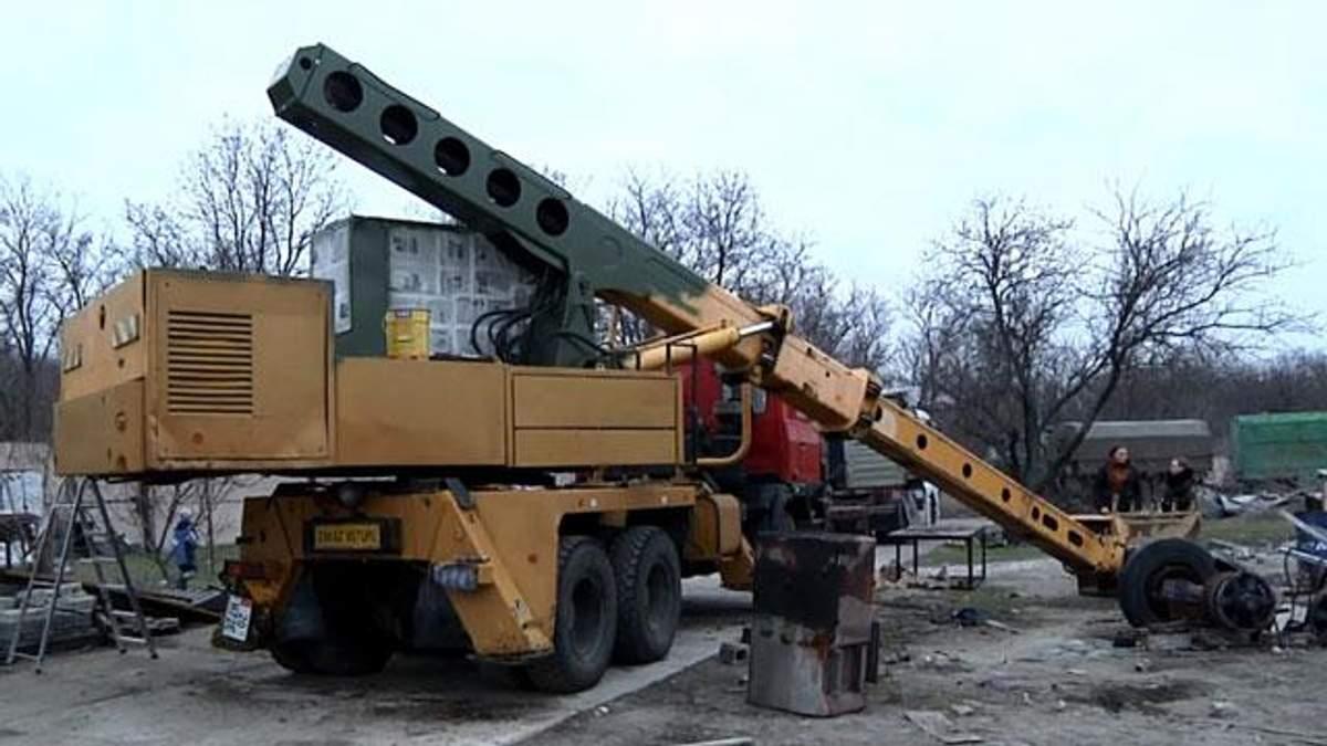 Запорізькі волонтерки придбали автоекскаватор для артилеристів