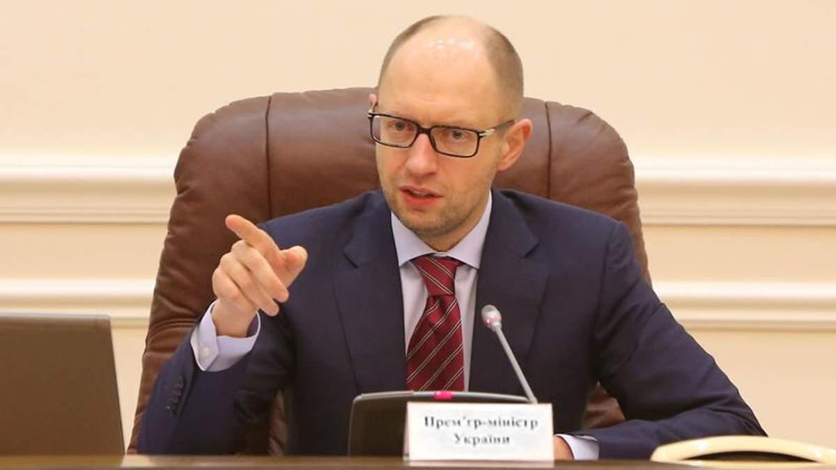 Глава правительства попросит США проверить транзакции чиновников ДСНС за границей