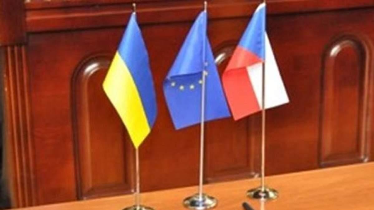 Прапорці України, ЄС та Чехії