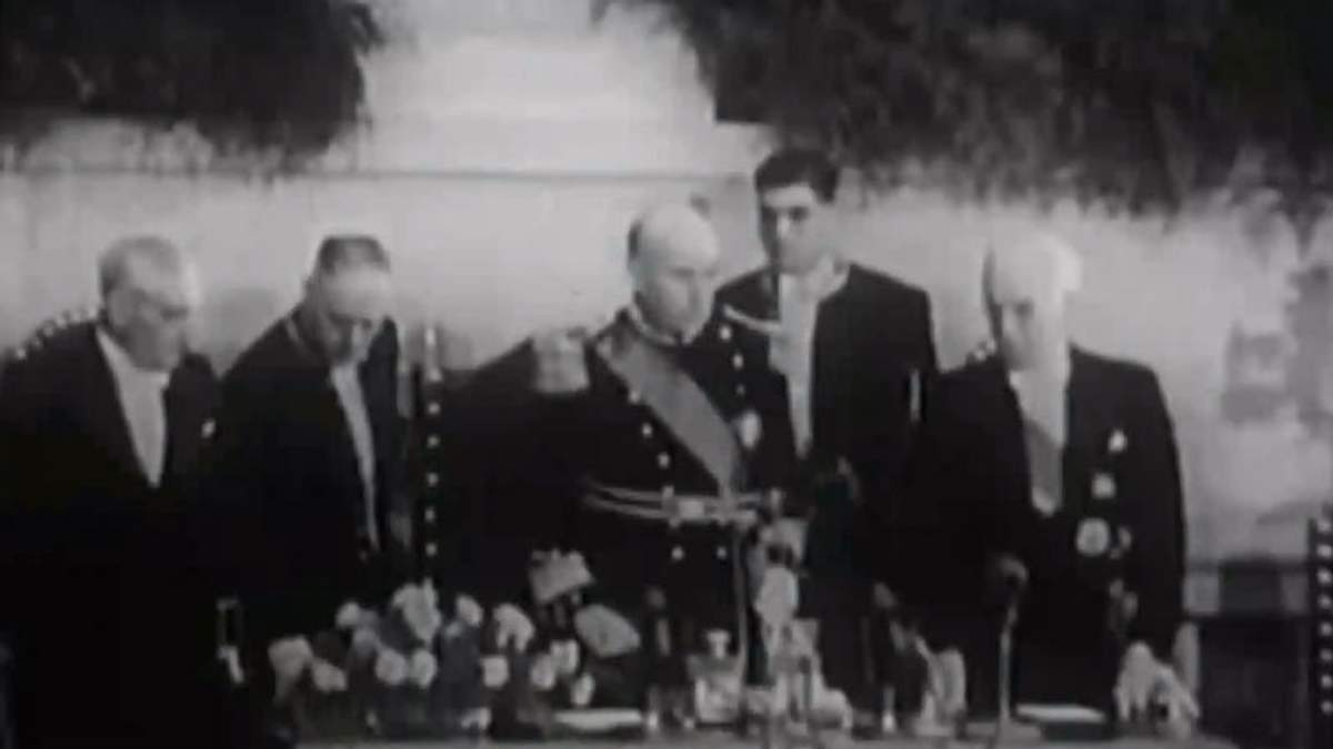 День в історії. 41 рік тому був повалений останній диктаторський режим Європи
