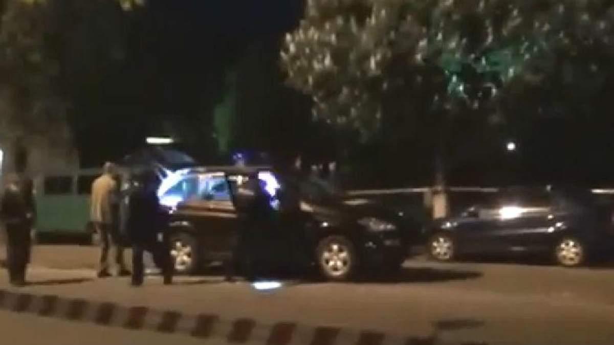 Вбивці міліціонерів у Києві забрали з каси заправки 823 гривні