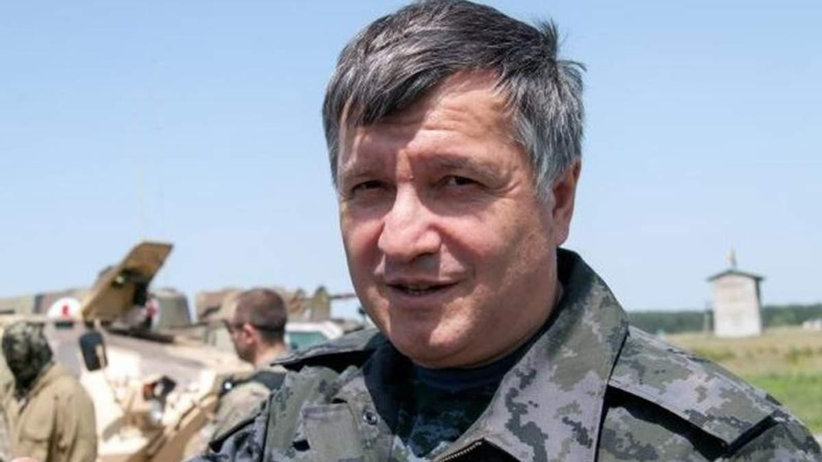 Аваков предлагает действовать как хунта и полностью изолировать Донбасс