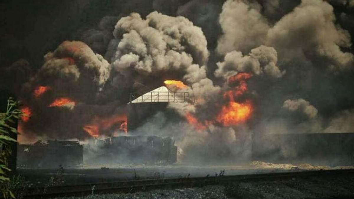 На гасіння пожежі приїхали машини без бензину і з пробитими шинами, — представник нафтобази