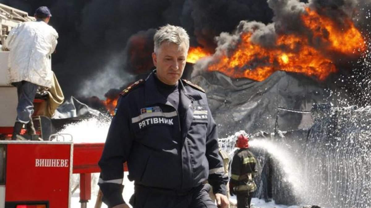 Пожежу на нафтобазі тимчасово не гасять через загрозу нових вибухів