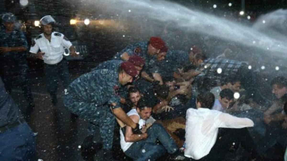 """""""Майдан"""" у Вірменії: затримано близько 250 протестувальників"""