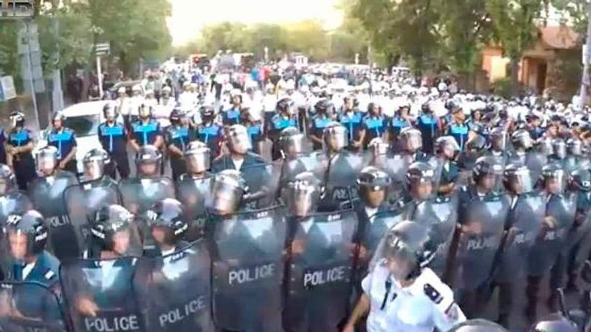 """""""Майдан"""" у Вірменії: активісти збудували барикади"""
