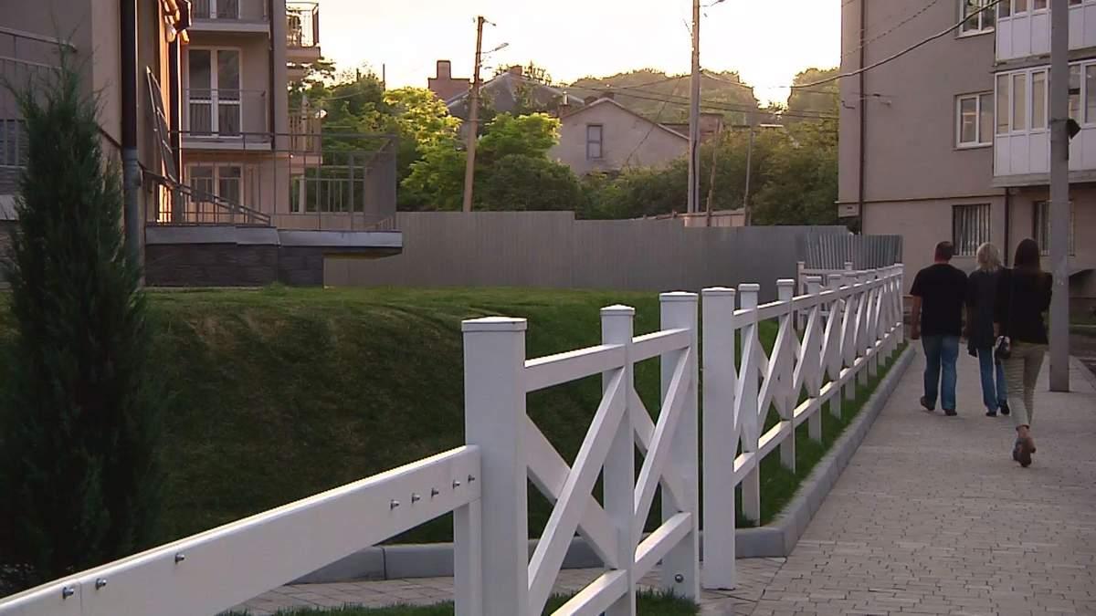 """Во Львове ЖК """"Бельгийский городок"""" строит шумозащитный экран"""