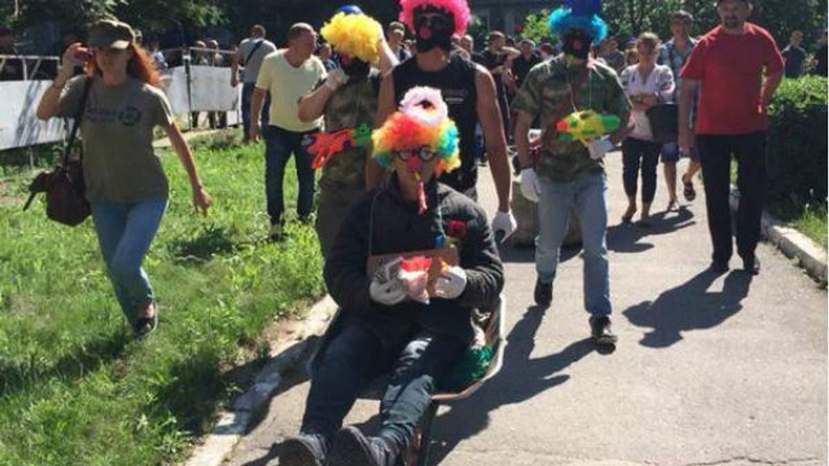 """""""Клоун-Кернес"""" прийшов до суду"""