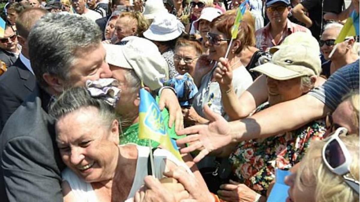 Порошенко в Одесі зробив традиційне селфі