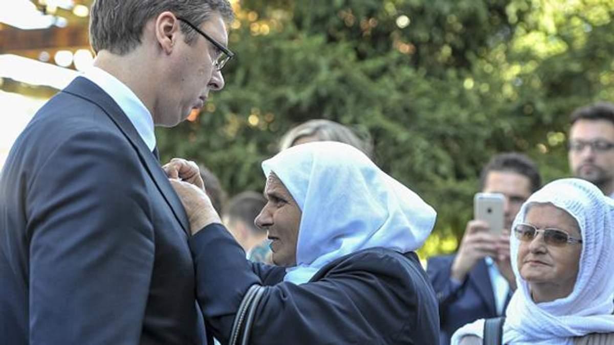 Сербского премьера в Боснии забросали камнями