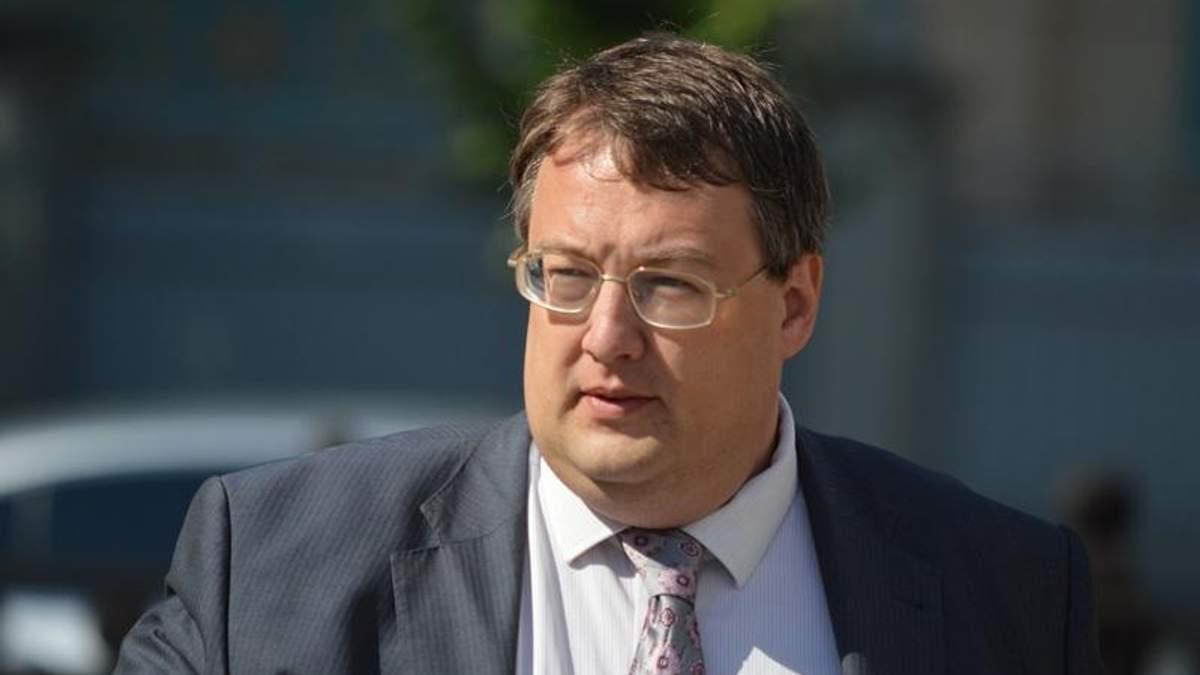 У Мукачевому тривають переговори щодо складання зброї, — Геращенко