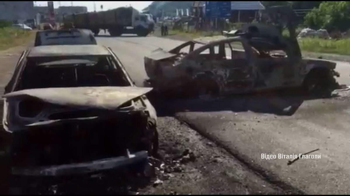 Згорілі та розтрощені авто — відео з Мукачева