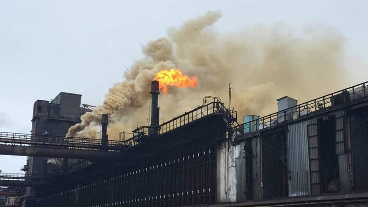 Завод в Авдеевке попал под обстрел: есть раненые работники