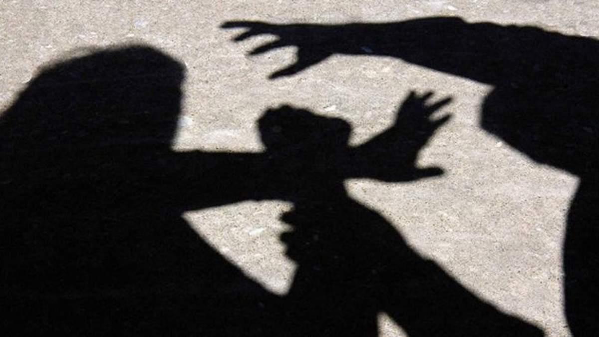 16-річну дівчину 3 тижні тримали у полоні на Прикарпатті