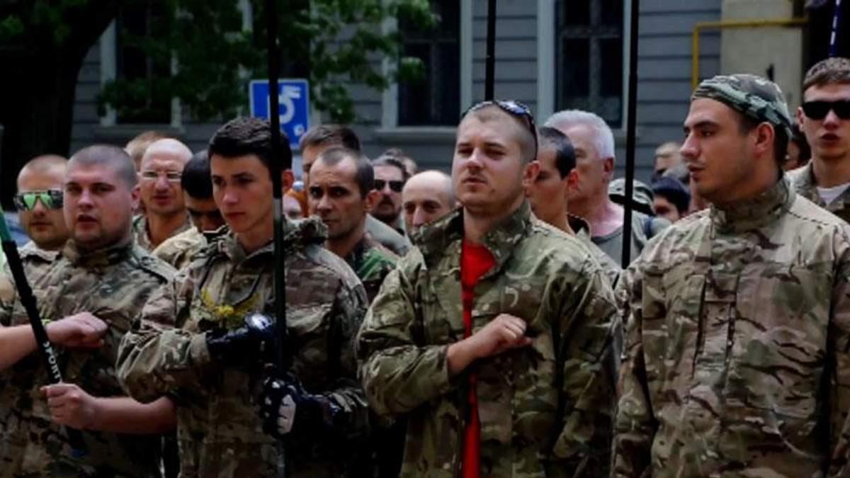 """До бійців """"Правого сектора"""" в Мукачевому їде підмога"""