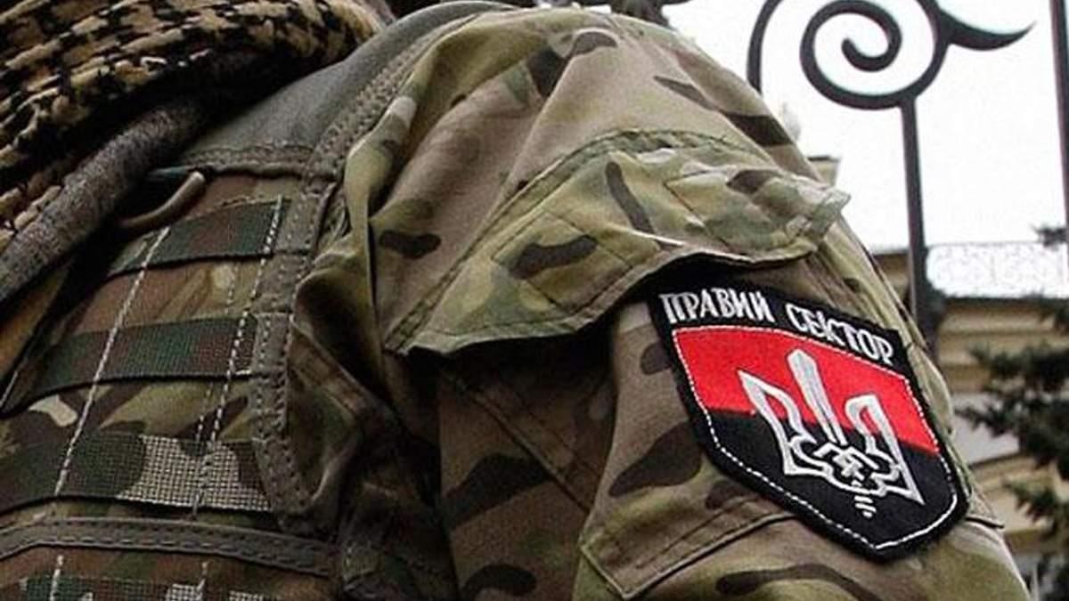 """Боєць """"Азову"""" пропонує судити бійців """"Правого сектора"""" у Маріуполі"""