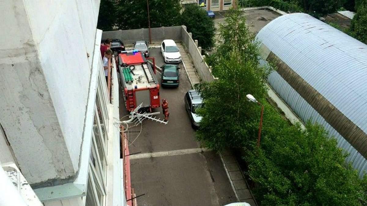 Вибух біля райвідділку у Львові: тяжко поранено міліціонера