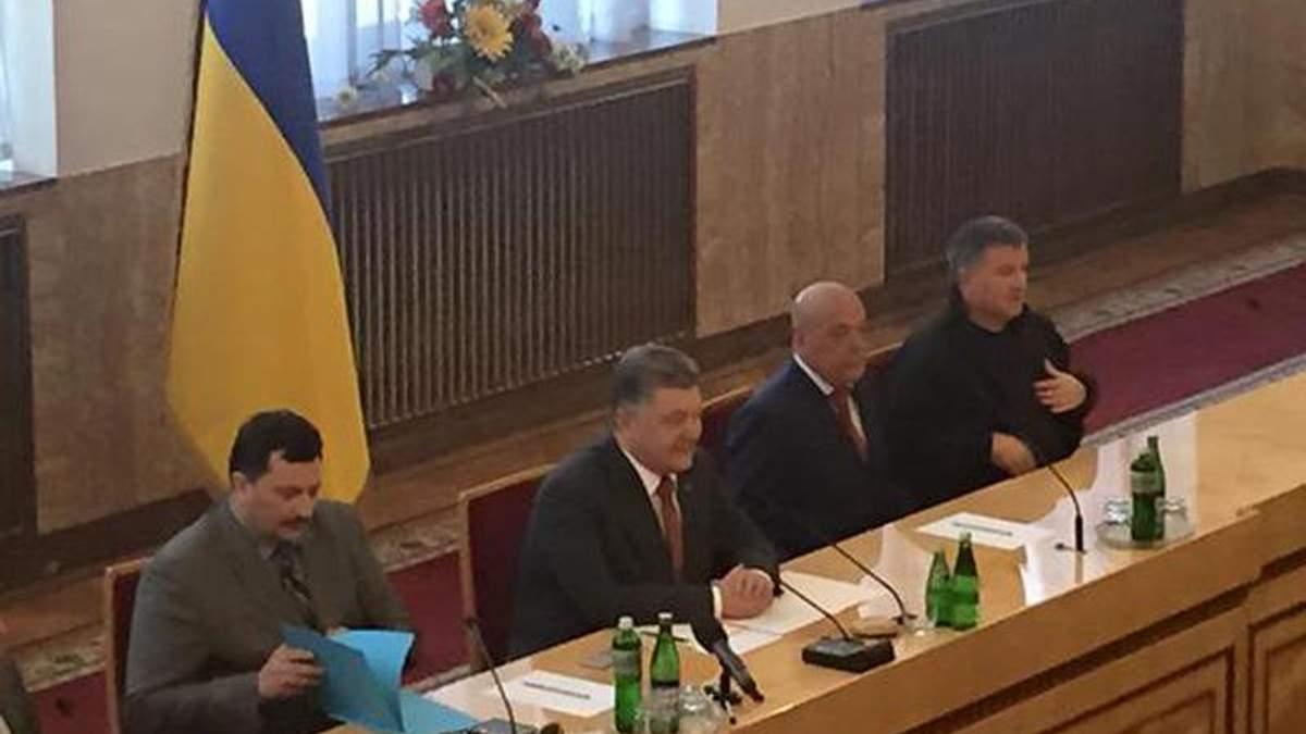 """Порошенко порівняв події на Закарпатті з """"ДНР"""""""