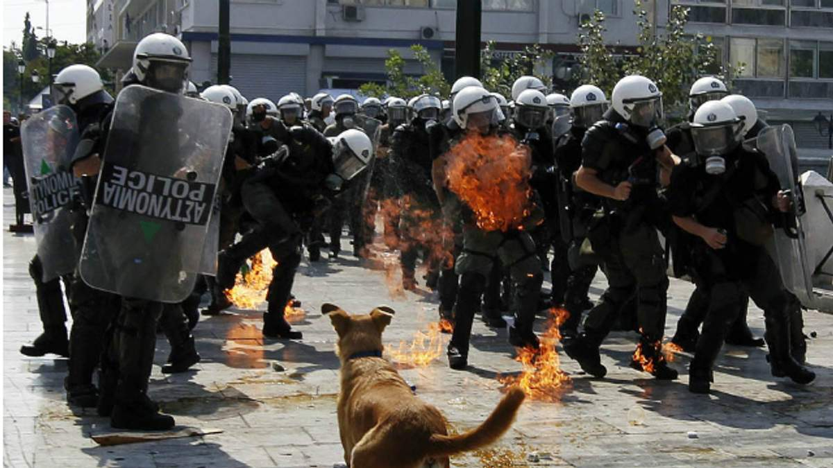 У Греції гаряче: почалося зіткнення активістів та поліції
