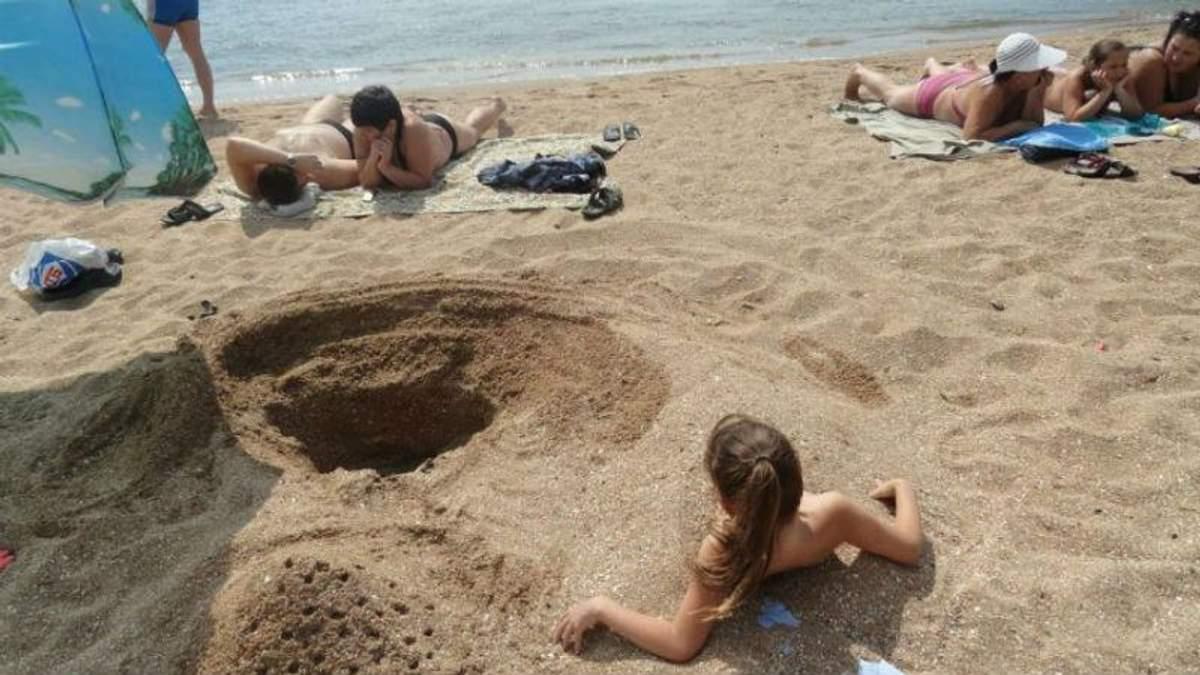 Прифронтові пляжі Маріуполя: відпочивальники, блокпости та канонада