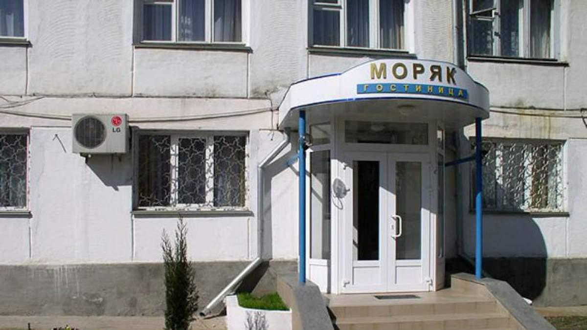 """Мародерство і правовий хаос: як у Криму """"віджимають"""" готелі"""
