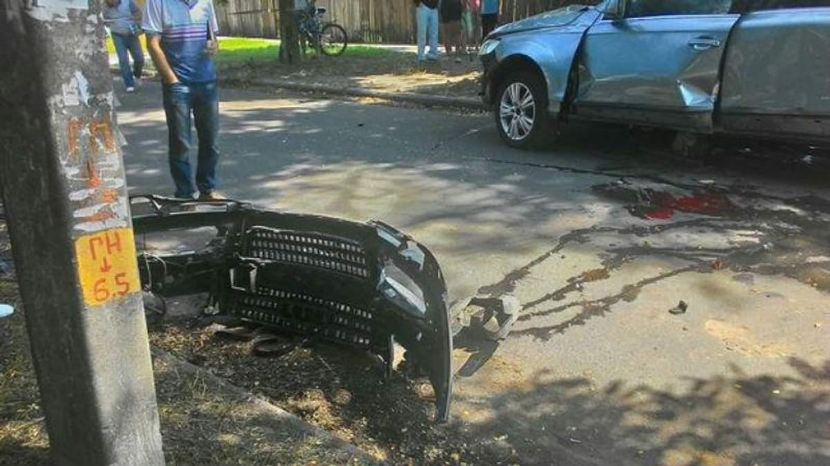 У Черкасах під час руху вибухнуло авто