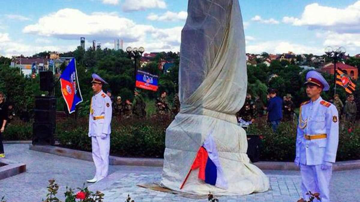 """Террористы """"помогли"""" дончанам советским памятником"""