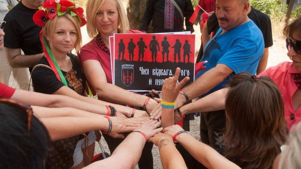"""Сепаратисты на свободе, а преследуют добровольцев, — в Риме поддержали """"Правый сектор"""""""