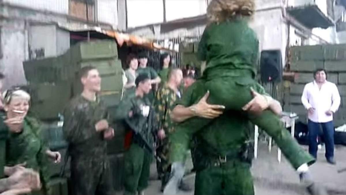 Террористы устроили бурные танцы на праздновании дня рождения Гиви