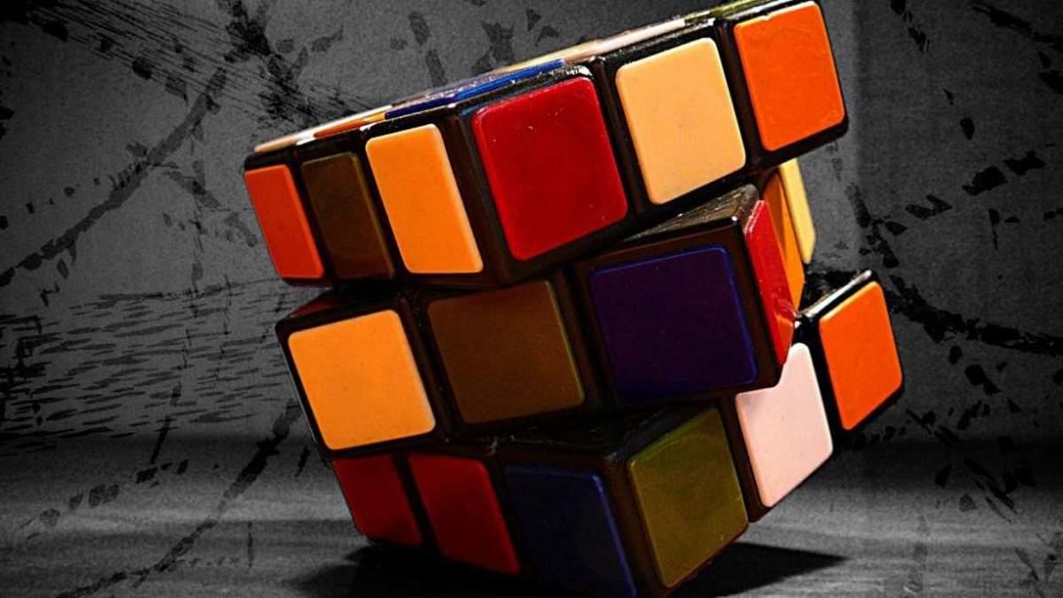 Юноша собрал кубик Рубика за почти 6 секунд