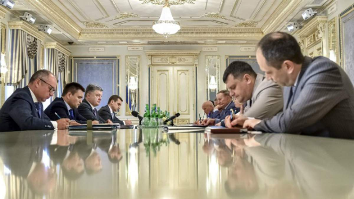 Порошенко посоветовал Кучме, о чем говорить с боевиками