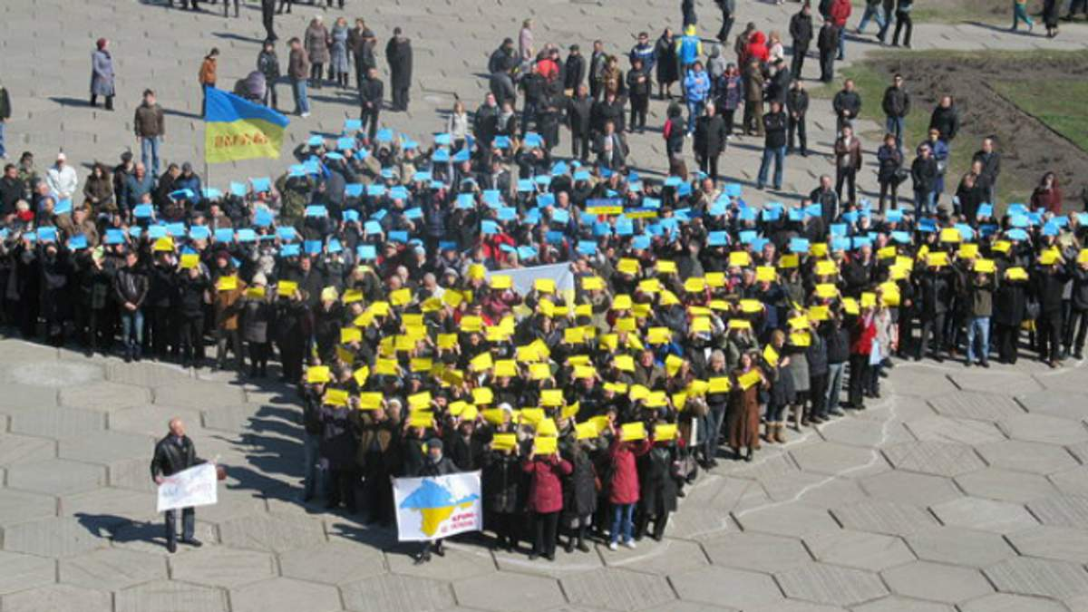 Сколько украинцев готовы отдать Крым и Донбасс России, — опрос