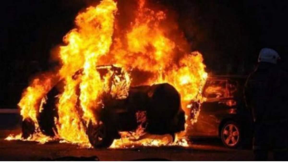 Два авто милиции сожгли на Прикарпатье