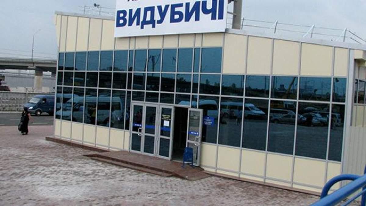 Возле метро 28-летняя киевлянка пустила себе пулю в висок