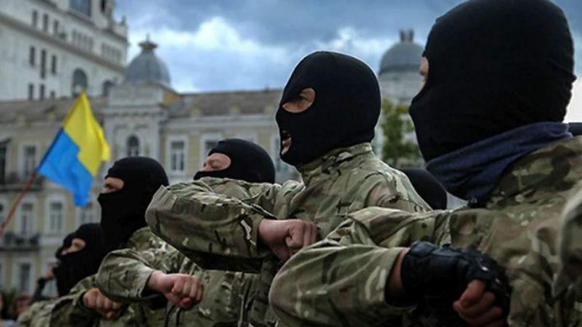 """Полк """"Азов"""" заблокировал здание фискальной службы"""
