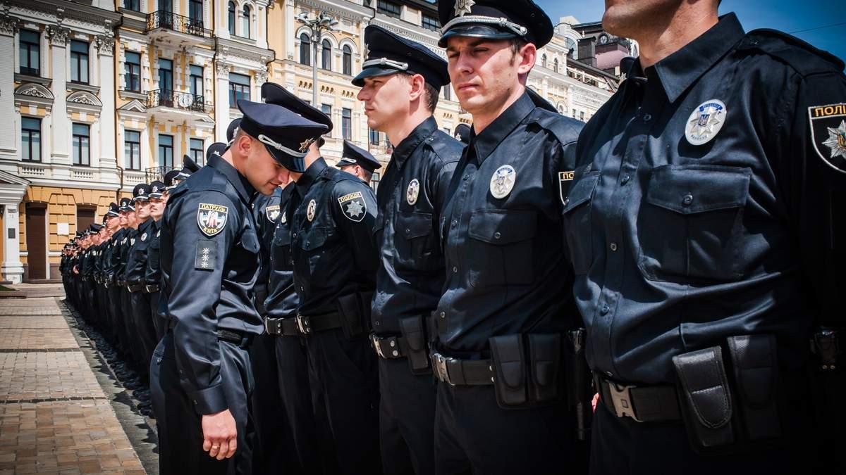 Новоспечених київських поліцейських вже почали звільняти