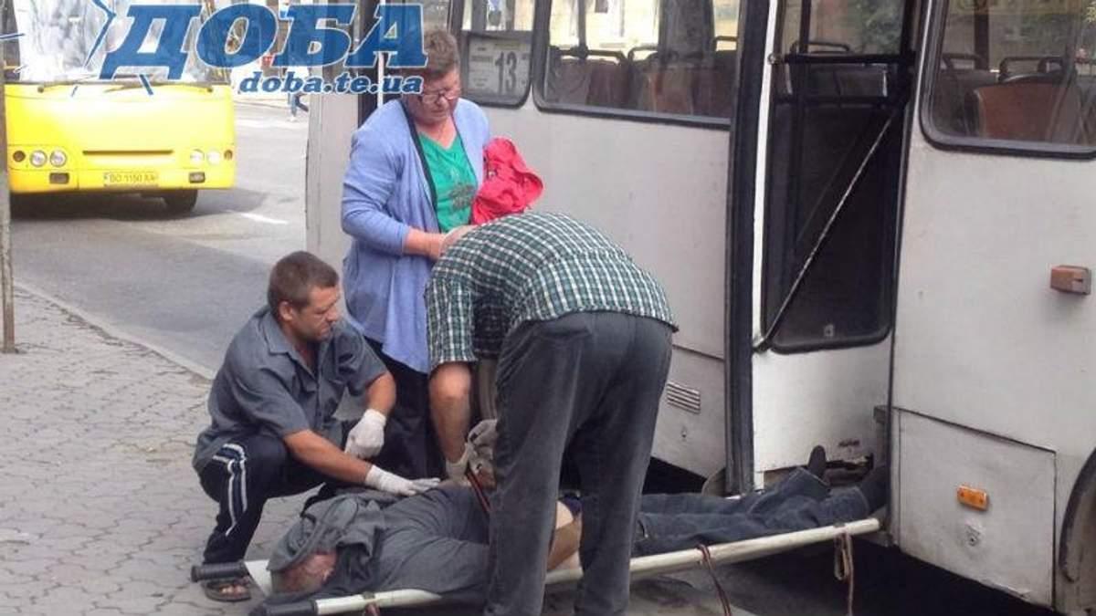 У маршрутці на очах у пасажирів помер чоловік