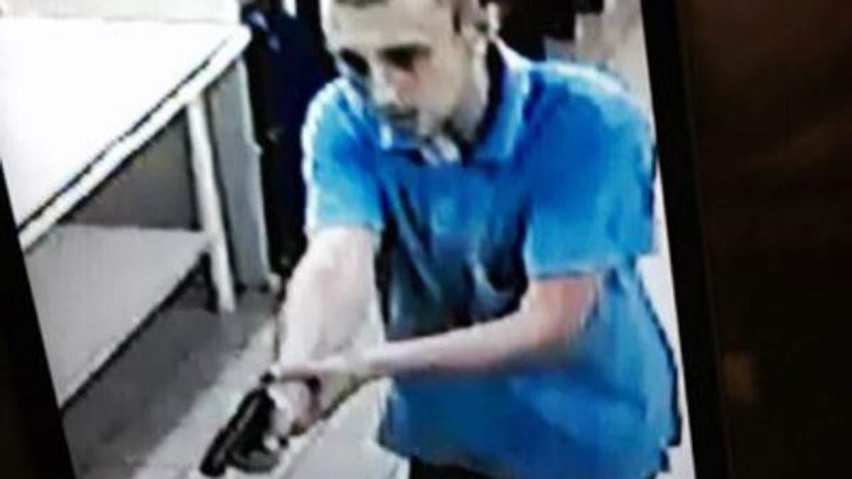 Стрілець із харківського супермаркета оголошений в розшук
