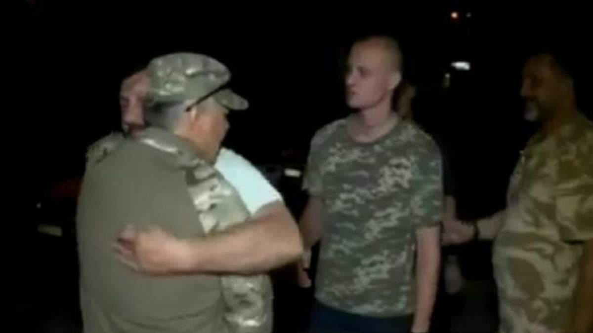 Звільнені військові розповіли про допити бойовиків
